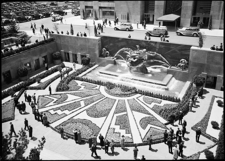 Prometheus sculpture and the RCA Building in Rockefeller Center.