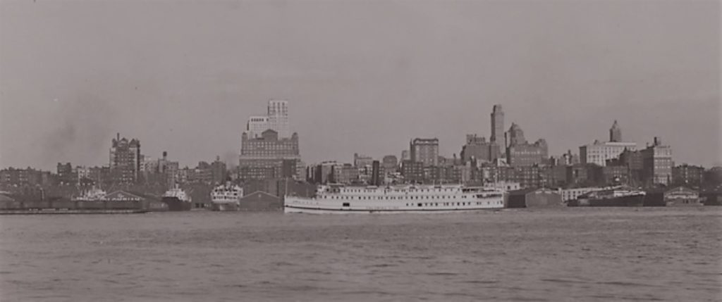 Up until July 1934, the Colombian Steamship Company ships docked at Pier 8 of the New York Docks in the Cobble Hill section of Brooklyn. Here are Piers 3-8 (left to right) in 1934.