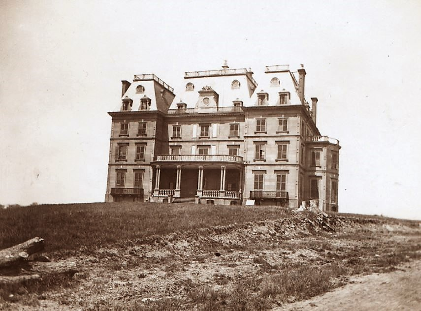 The Benjamin Whitlock Mansion on the old Leggett farm in Oak Point around 1905, just before the building was razed.